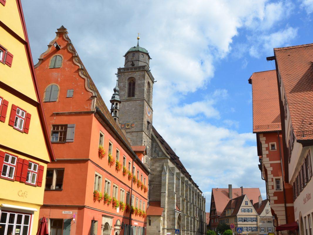 Dinkelsbühl, schönste Altstadt Deutschlands (Focus) – Blick von der Segringer Straße auf das Münster St. Georg und den Markplatz. Foto: Ingrid Wenzel