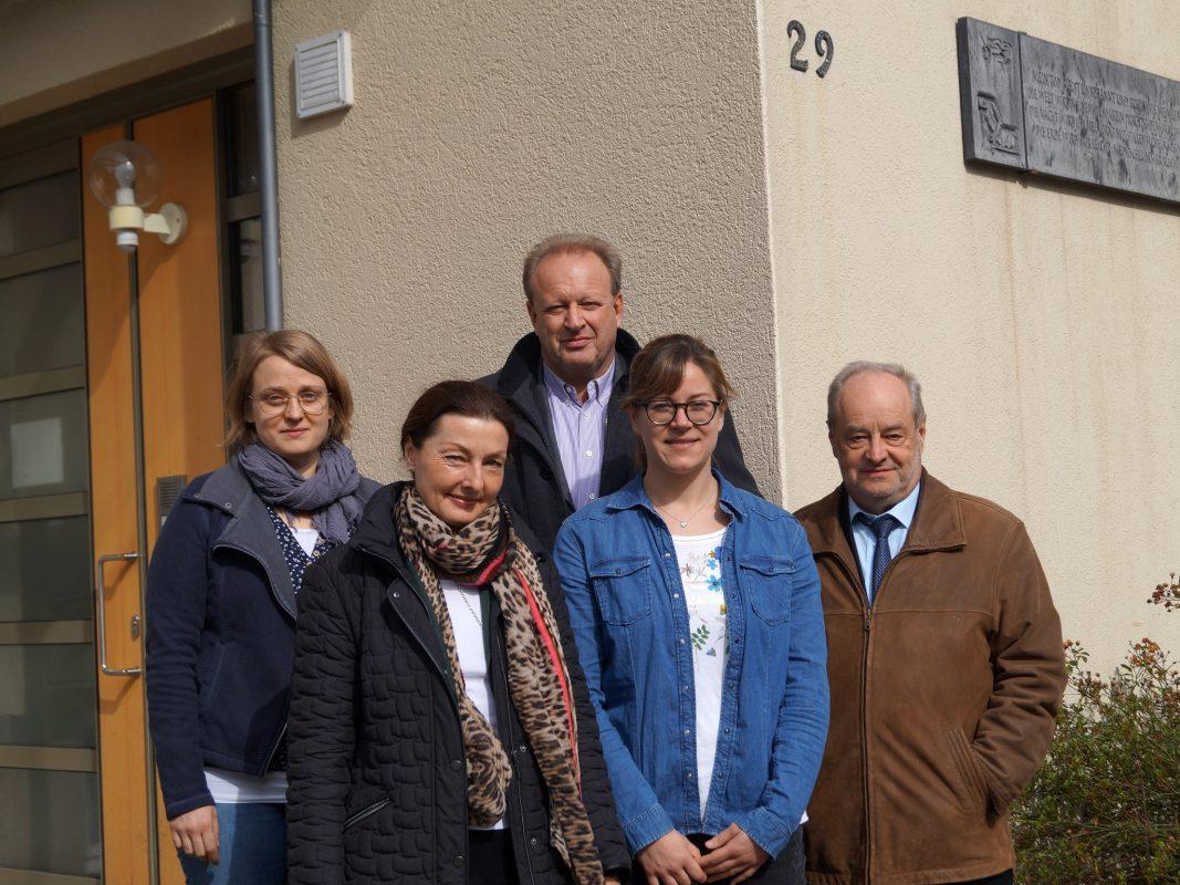 Wohnungsnothilfe startet mit Carolin Manhart, Carda Seidel, Holger Nießlein, Jeanette Pechtold und Hans Stiegler. Foto: Stadt Ansbach