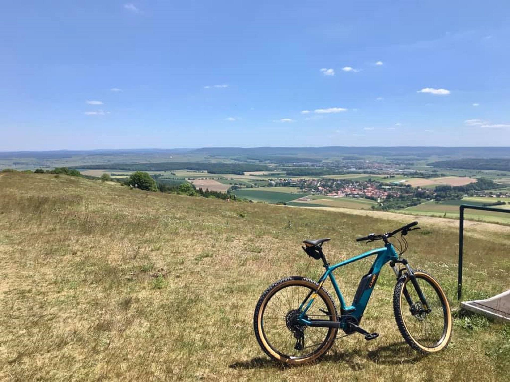 Tolle Aussicht vom Hesselberg aus. Foto: Rico Emm