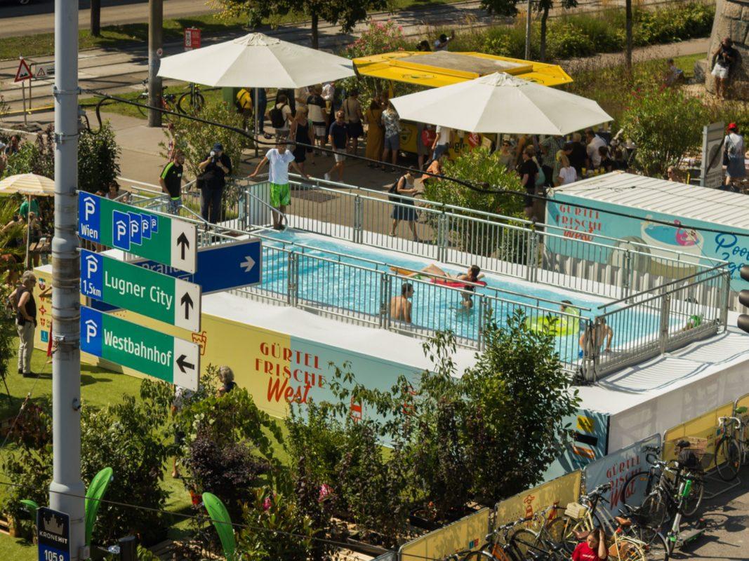 Mitten in Wien gibt es nun einen Swimmingpool. Foto: artvan - kurt van der vloedt