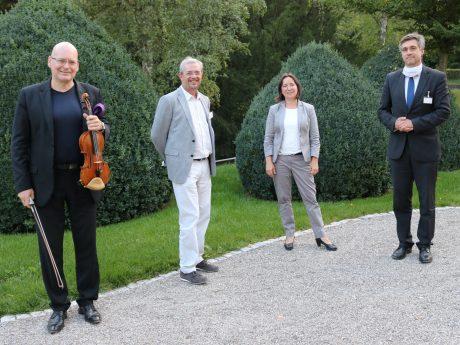 von links nach rechts: Florian Meierott, Dr. Reiner Weisenseel, Katrin Kasparek, Prof. Dr. Mathias Zink. Foto: Bezirksklinikum Ansbach
