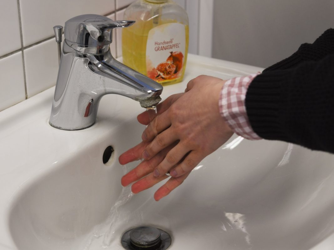 Hände waschen, Wasserhahn, Seife, Hygiene, Viren