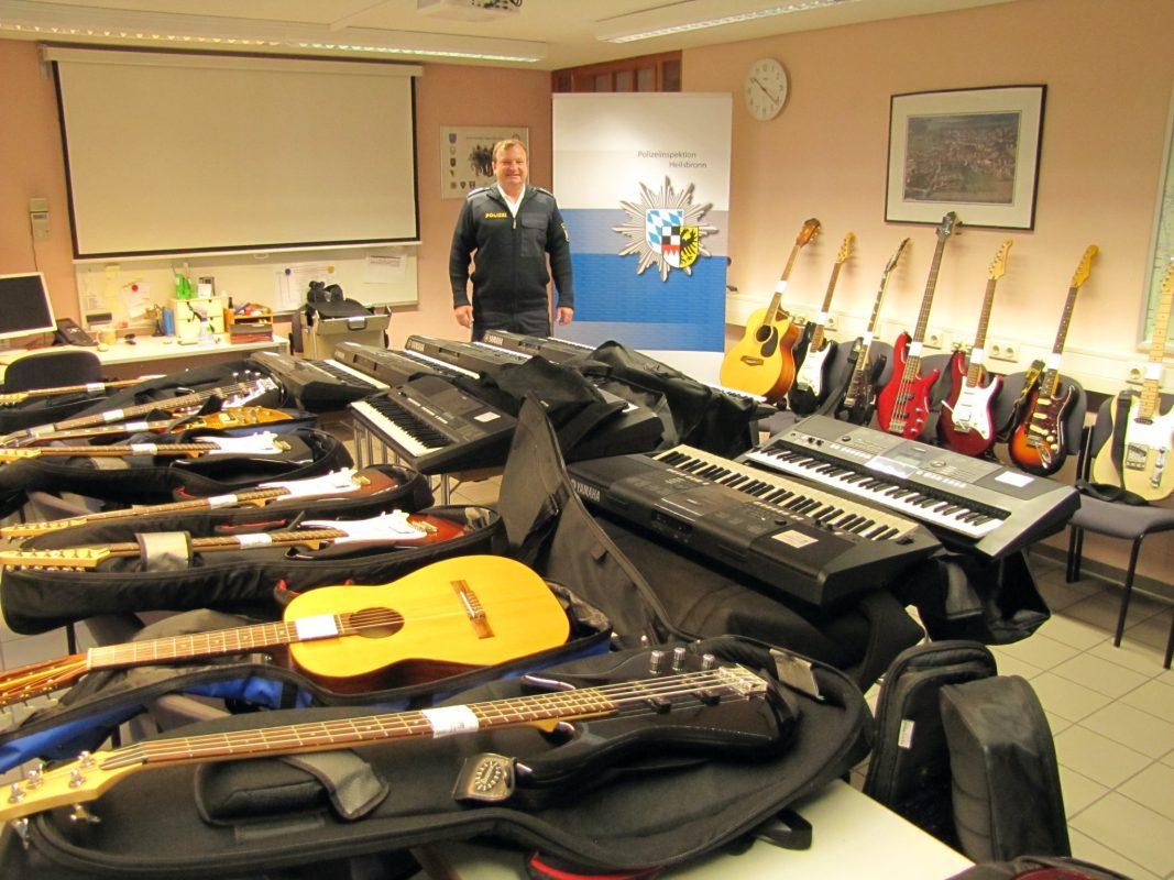 Eine Übersicht der gestohlenen Musikinstrumente. Foto: Polizei