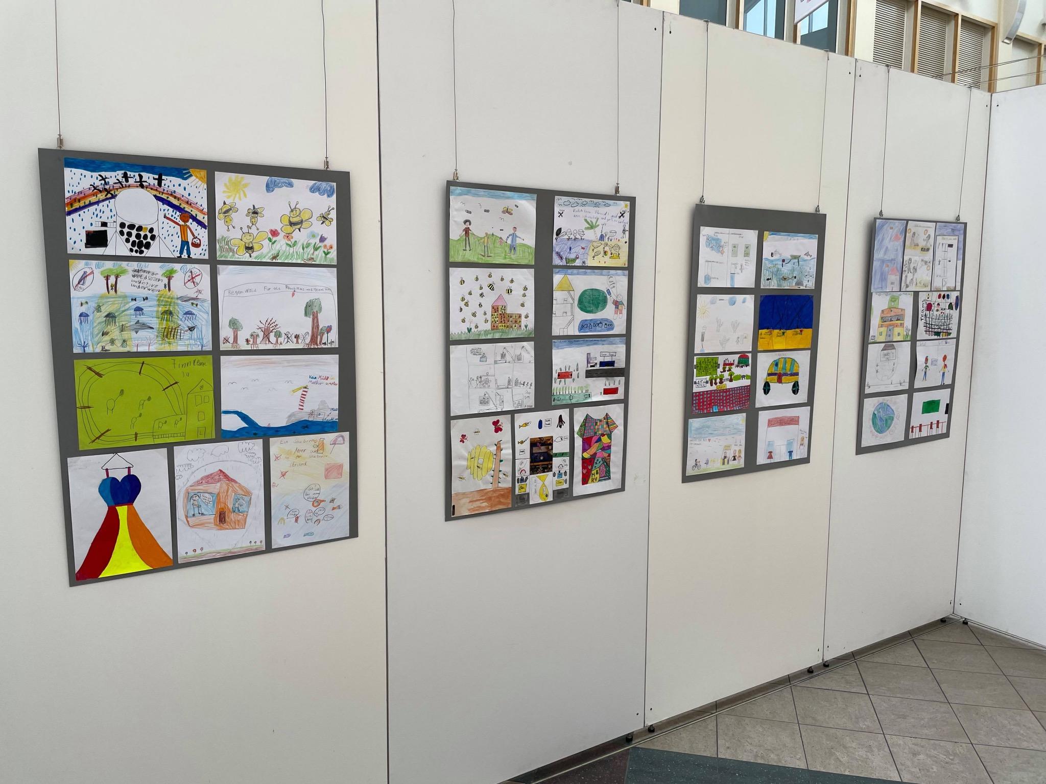 Die gemalten Bilder von Schülerinnen und Schülern zeigen die Nachhaltigkeitsziele so, wie sie von Kindern verstanden und interpretiert werden. Foto: Stefan Tremel