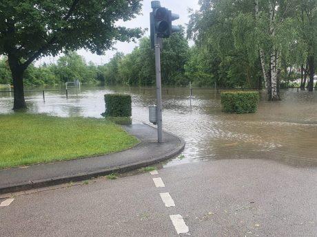 Hochwasser in Ansbach am Fahrradübungsplatz. Foto: Alex Kartavin