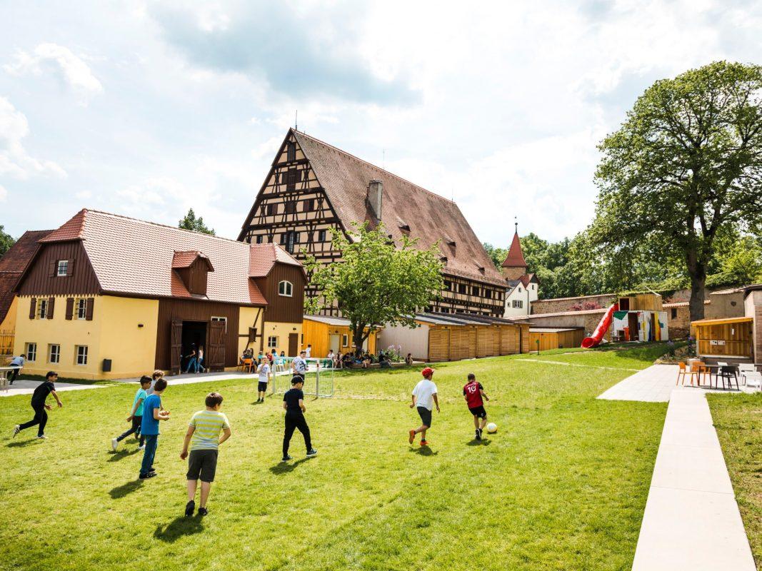 Die Jugendherberge Dinkelsbühl kann heuer im September ihren 5. Geburtstag der Wiedereröffnung nach der großen Generalsanierung feiern. Foto: Susen Liekfeldt