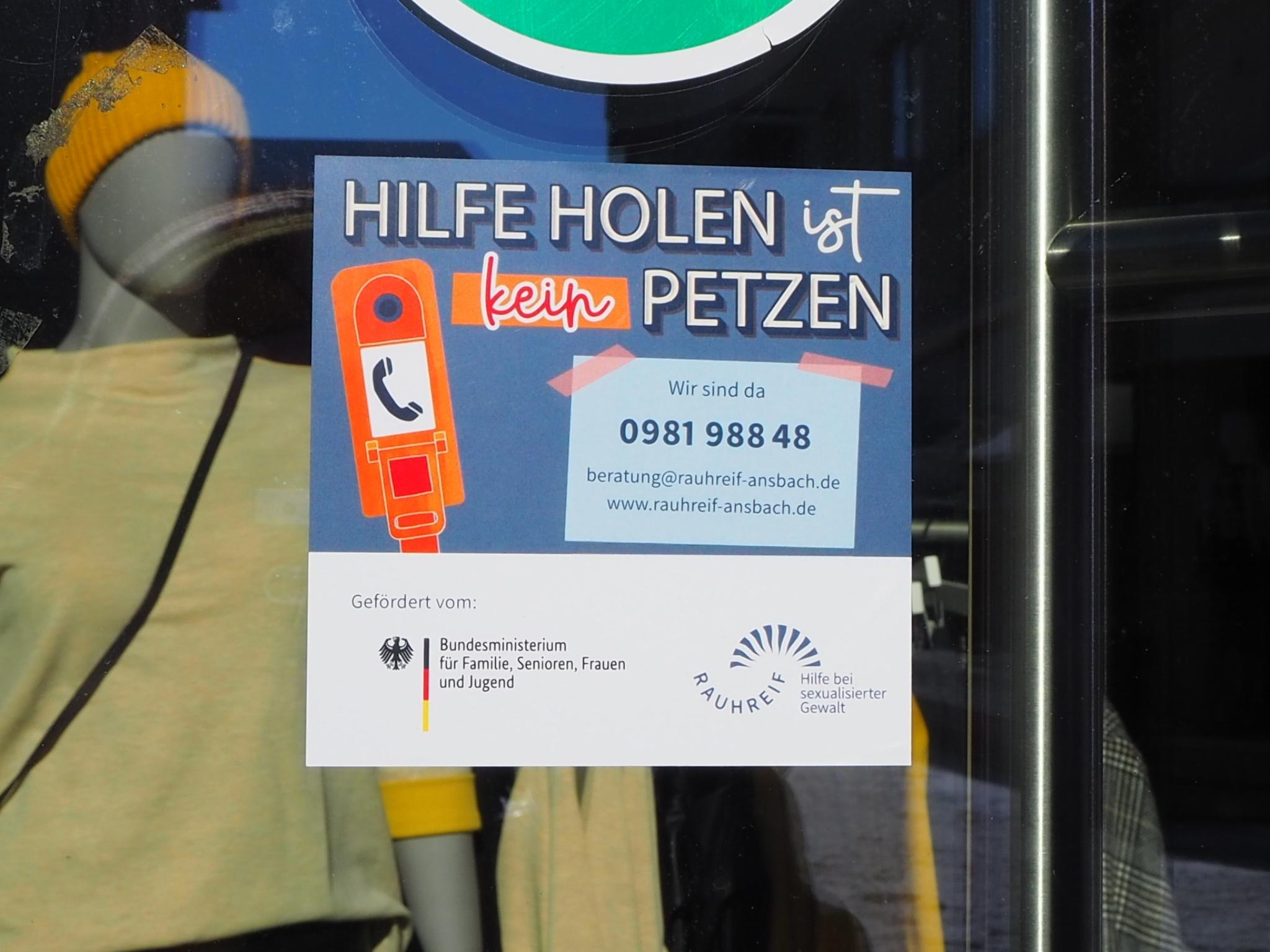 """""""Hilfe holen ist kein Petzen!"""". Foto: Rauhreif e.V."""