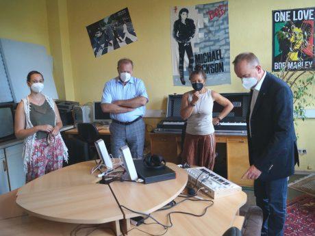 Anne Strauß, Holger Nießlein, Andrea Linhardt und OB Thomas Deffner im Jugenzentrum Ansbach. Foto Stadt Ansbach