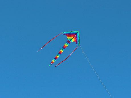 Drachen steigen. Symbolfoto: Pixabay